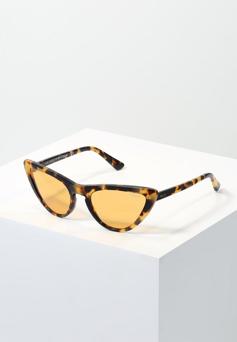 VOGUE Eyewear - GIGI HADID - Sluneční brýle - orange