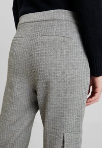 Opus - MILDA - Pantaloni sportivi - hazy fog melange - 3