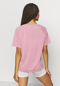 Puma - STUDIO RELAXED TEE - Camiseta de deporte - foxglove heather - 2