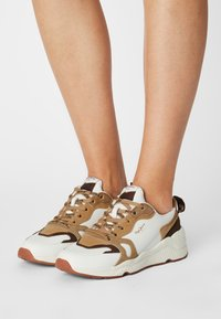 Pepe Jeans - HARLOW BASS - Trainers - white - 0