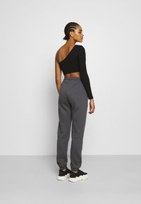 Nly by Nelly - COZY POCKET PANTS - Tracksuit bottoms - off-black - 2
