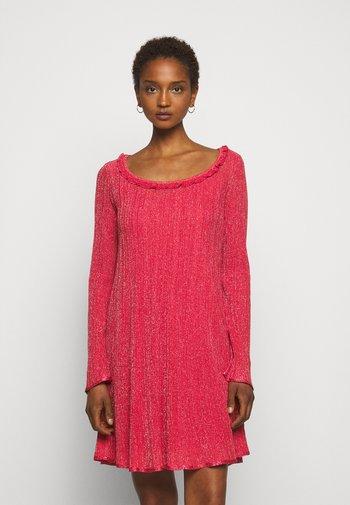 ABITO - Pletené šaty - red