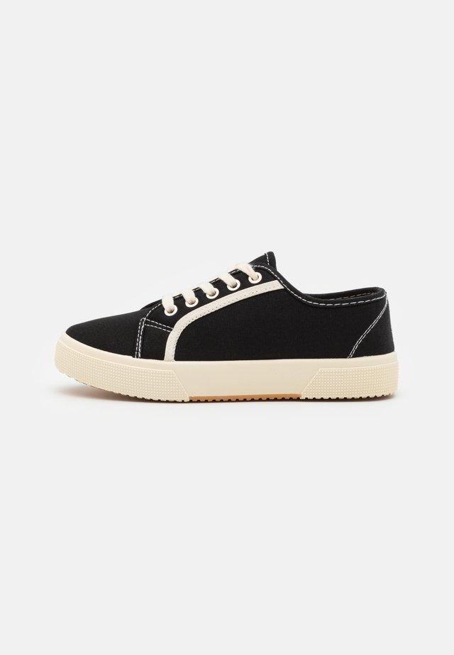 VEGAN LISA LACE UP PLIMSOLL - Sneakers laag - black/ecru