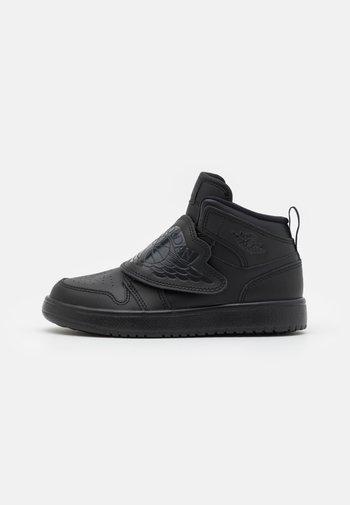 SKY 1 UNISEX - Basketball shoes - black