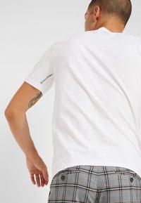 Volcom - CRISP EURO - Print T-shirt - white - 4