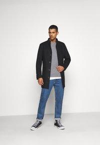 Tommy Jeans - POCKET TEE - Bluzka z długim rękawem - dark grey heather - 1