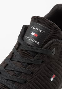 Tommy Hilfiger - CORPORATE RUNNER - Sneakers laag - black - 5