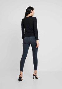 Dorothy Perkins - WRAP OVER LONG SLEEVE - T-shirt à manches longues - black - 2