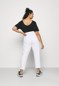 ONLY Carmakoma - CARELLY LIFE MOM - Relaxed fit jeans - white - 2
