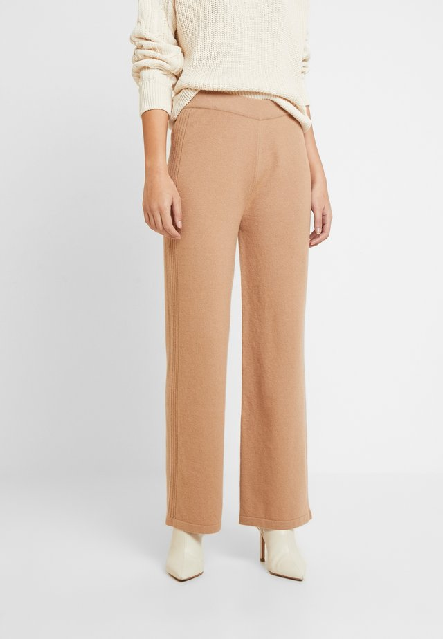 HEAVY PANTS STRAIGHT LEGS - Pantalones - pure camel