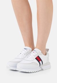Tommy Jeans - FASHION RUNNER - Joggesko - white - 0