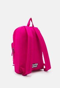 Nike Sportswear - CLASSIC  - Batoh - fireberry/white - 1