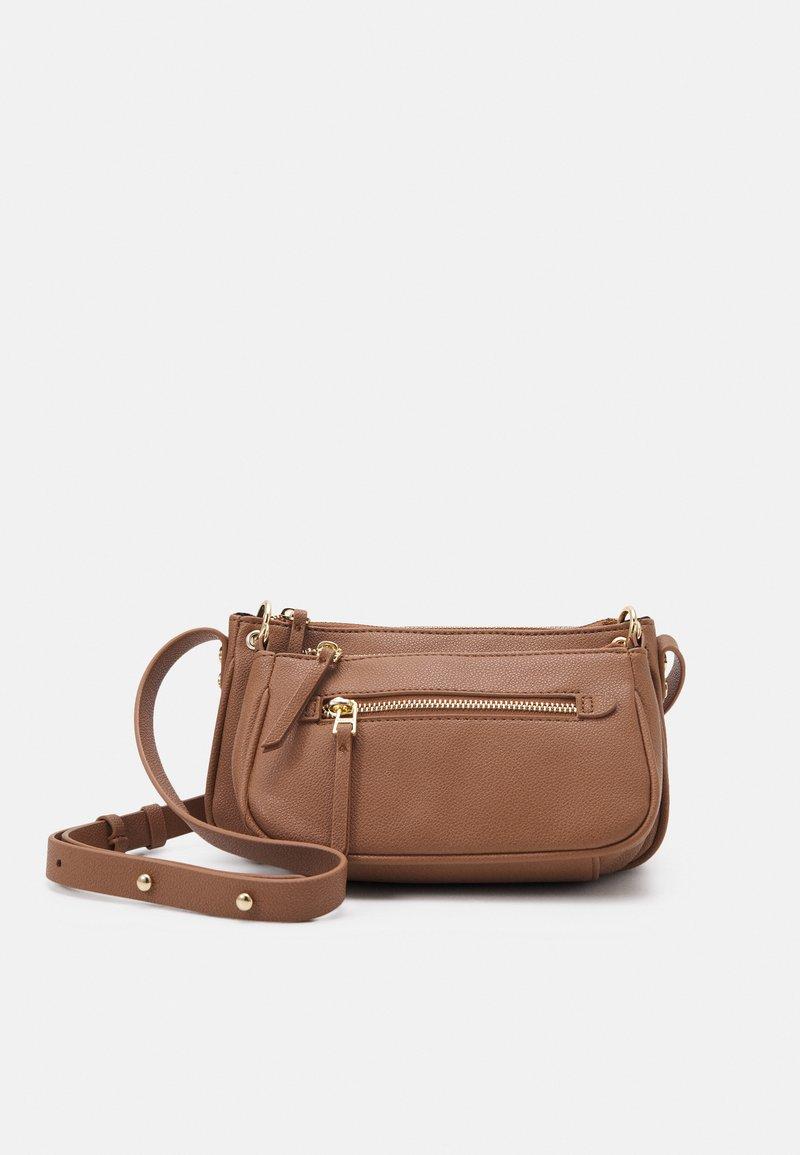 PARFOIS - CROSSBODY BAG SNATCH SET - Across body bag - camel