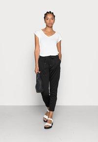 Pieces - PCKAMALA TEE NOOS BC - T-shirts - bright white - 1