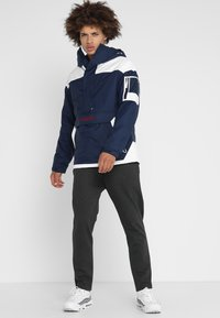 Columbia - CHALLENGER - Windbreaker - collegiate navy/white - 1