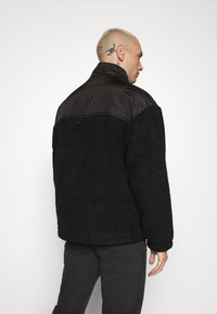 Mennace - DOUBLE POCKET BORG ZIP THRU - Summer jacket - black - 2