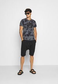 Schott - Shorts - black - 1