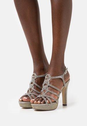 Sandały na platformie - grey