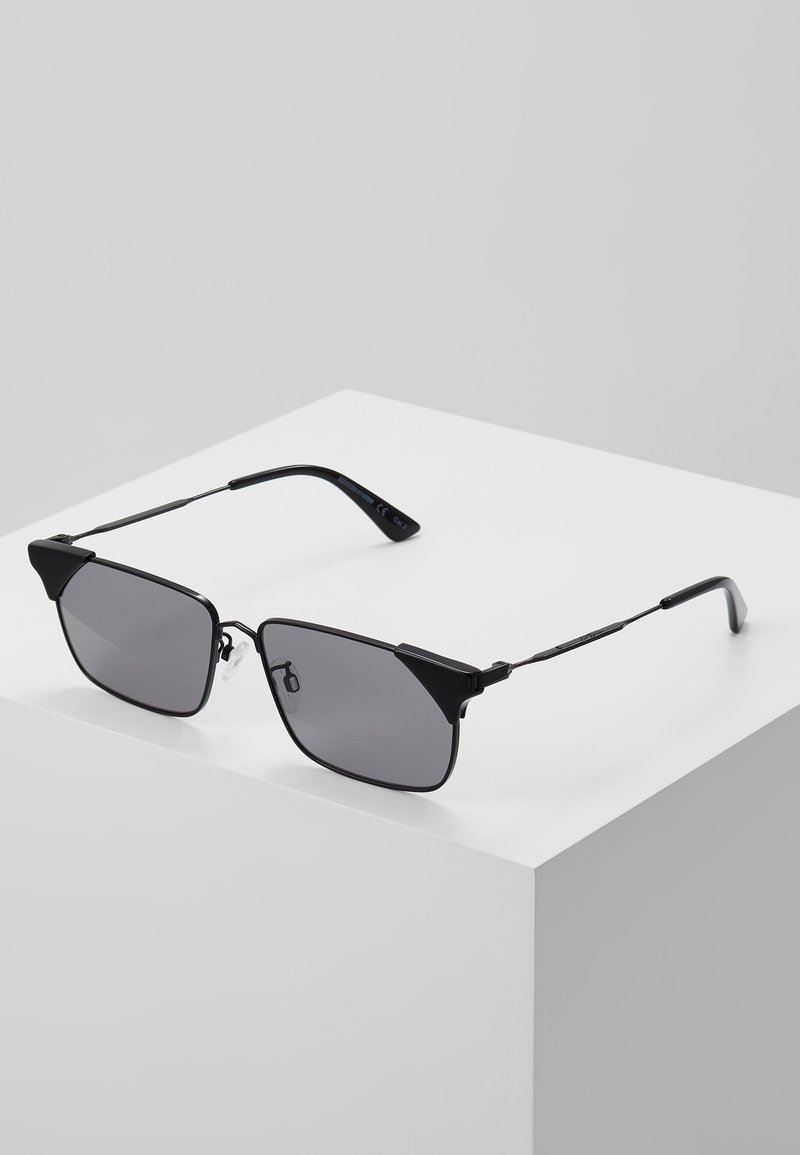 McQ Alexander McQueen - Sunglasses - black/smoke