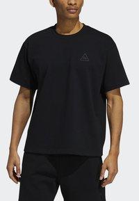 adidas Originals - PHARRELL TEE - T-shirt med print - black - 5