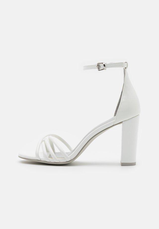 Sandalias - white