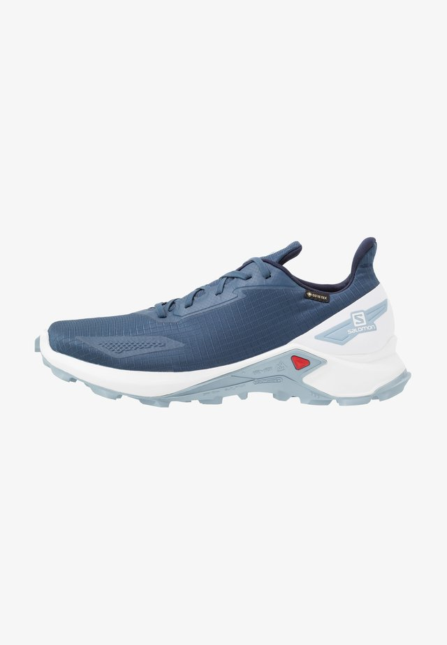 ALPHACROSS BLAST GTX - Löparskor terräng - dark denim/white/ashley blue
