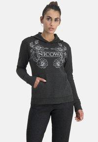 Nicowa - Hoodie - schwarz - 0