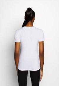 Ellesse - DELLE - Print T-shirt - white - 2