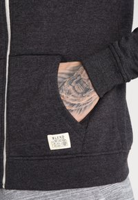 Blend - REGULAR FIT - Zip-up hoodie - charcoal - 4
