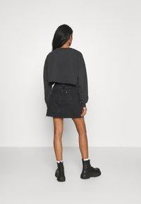 Abrand Jeans - OVERSIZED CROP - Sweatshirt - black fade - 2