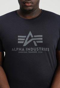 Alpha Industries - BASIC CAMO - Triko spotiskem - repl blue - 4