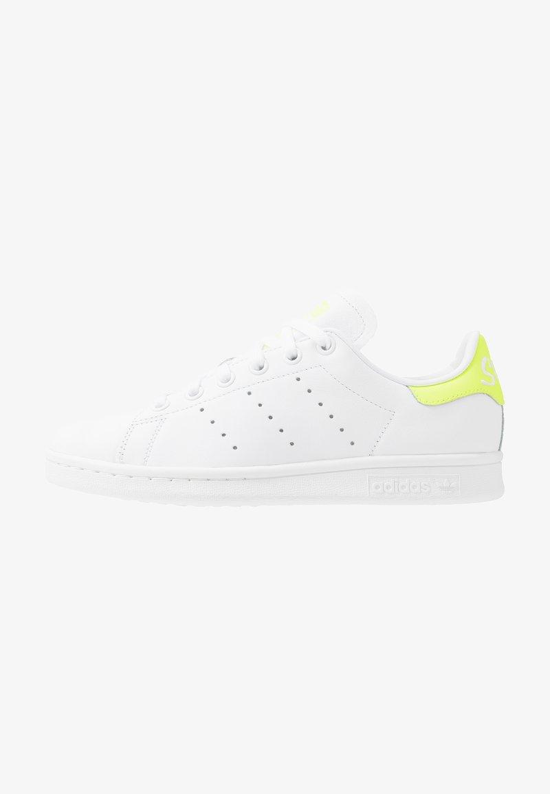 adidas Originals - STAN SMITH NEON HEEL SHOES - Baskets basses - footwear white/solar yellow