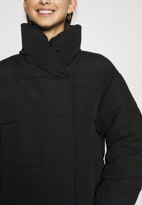 Pieces - PCSAZEL SHORT PUFFER JACKET - Zimní bunda - black - 5