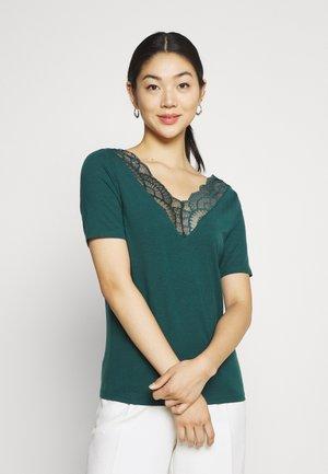 VMAVA  V NECK - Print T-shirt - sea moss
