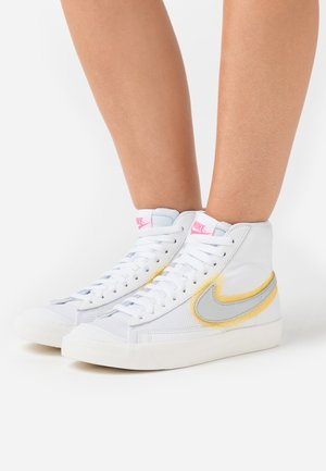 BLAZER 77 - Sneaker high - white/metallic sliver/university gold