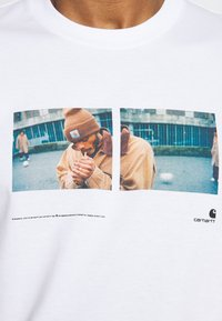 Carhartt WIP - BACKYARD - Print T-shirt - white - 5