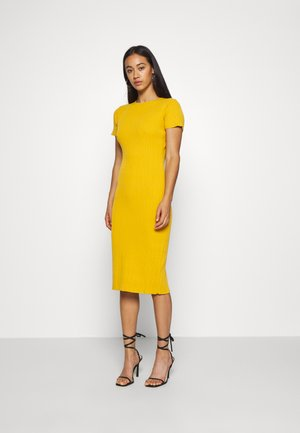 TEXTURED CUT OUT BACK DRESS - Abito in maglia - mustard