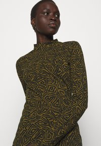 Proenza Schouler White Label - ABSTRACT SWIRL SHEER STRETCH - Long sleeved top - military/black - 5
