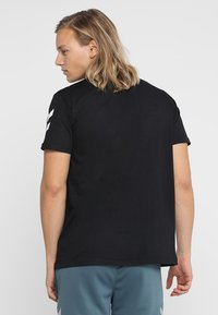 Hummel - Print T-shirt - black - 2