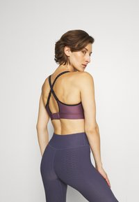 Under Armour - INFINITY MID BRA - Medium support sports bra - purple/black - 2