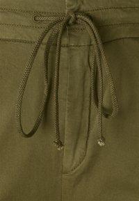 DRYKORN - LEVEL - Trousers - grün - 2