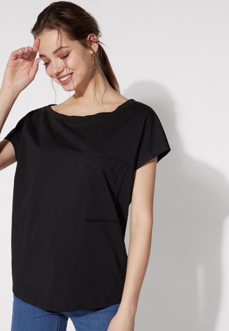 Tezenis - BRUSTTASCHE - Basic T-shirt - nero