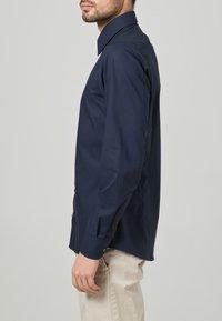 OLYMP Level Five - OLYMP LEVEL 5 BODY FIT - Formal shirt - dark blue - 3