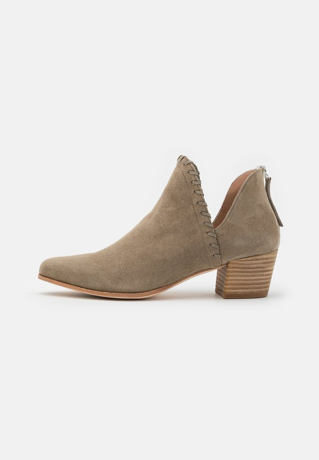 GRAHAM - Cowboy/biker ankle boot - lauro