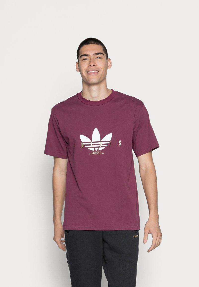 adidas Originals - TREFOIL SCRIPT - T-shirt med print - victory crimson