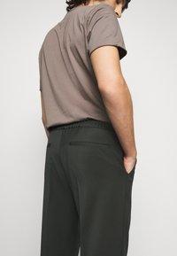Filippa K - TERRY CROPPED PANTS - Trousers - dark spruc - 3