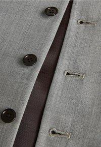 Next - STRETCH TONIC SUIT: WAISTCOAT - Gilet elegante - light grey - 3