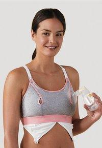 Bravado Designs - Clip and Pump Nursing Accessory - Varios accesorios - light grey - 2