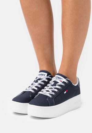 ICONIC ESSENTIAL FLATFORM - Zapatillas - twilight navy