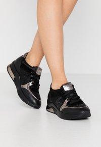 Liu Jo Jeans - KARLIE  - Sneakers laag - black - 0